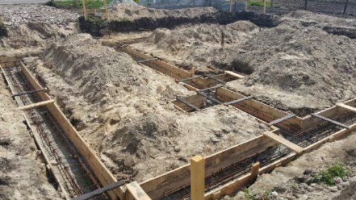 Важно определить характеристику почвы для фундамента, уровень грунтовых вод, плотность