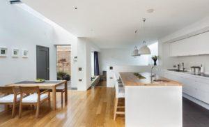 Современный интерьер – кухня совмещена со столовой